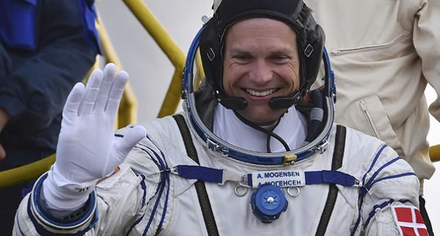 Andreas Mogensen i rymddräkt