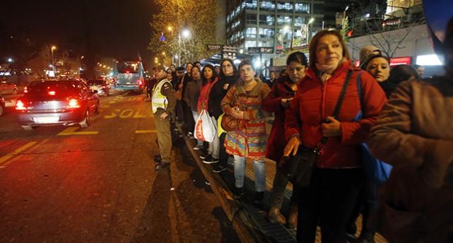 Människor på gatan i Santiago