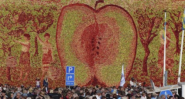 Tavla gjord av äpplen.