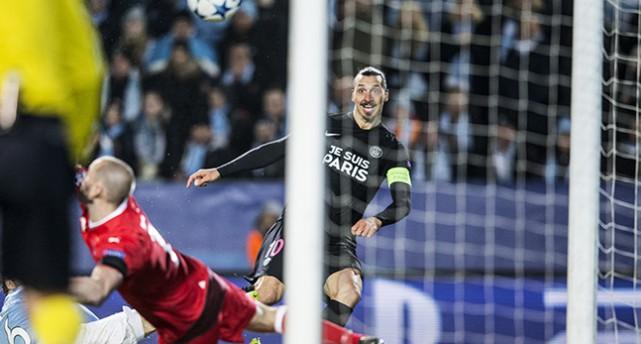 Zlatan gör mål mot Malmö FF.