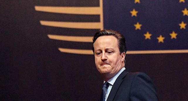 Cameron ser sammanbiten ut