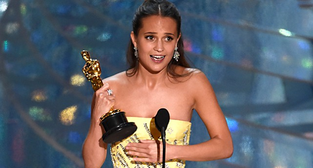Alicia Vikander på Oscarsgalan.