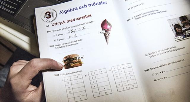 En uppslagen mattebok.
