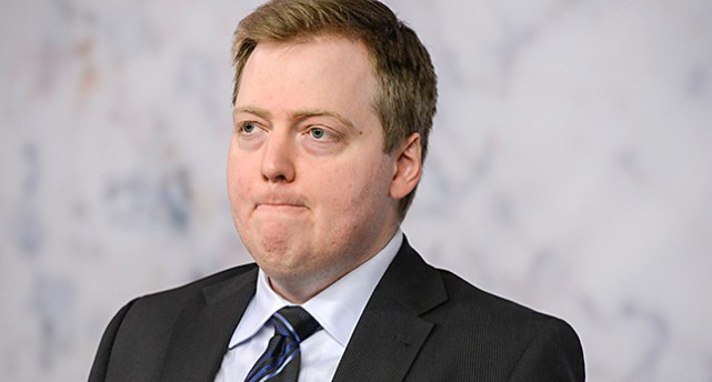 Porträtt på islands statsminister med bister min