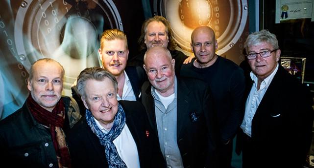 Bandet Sven-Ingvars ler mot kameran.