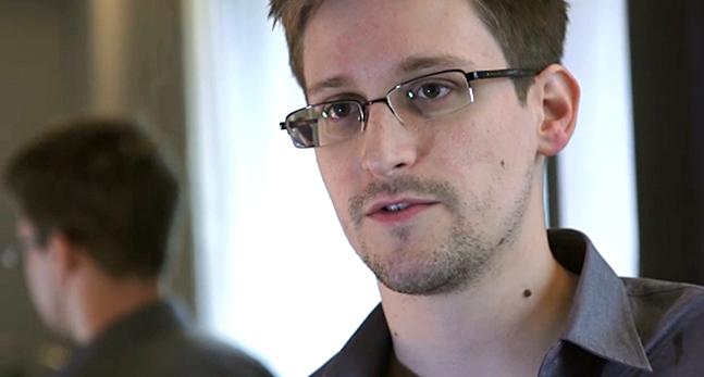 Den riktiga Edward Snowden ser ut såhär. Foto: The Guardian