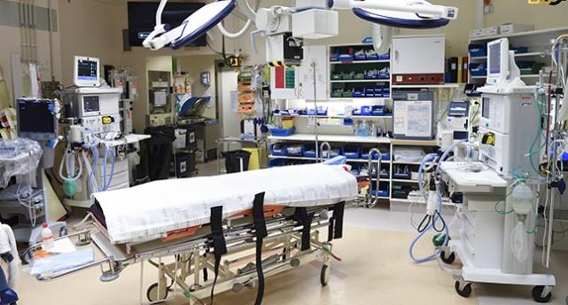 En sal på lasarettet. Traumaenheten på Karolinska sjukhuset
