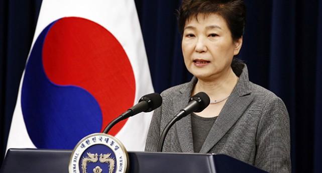 Park Geun-hye i en talarstol.