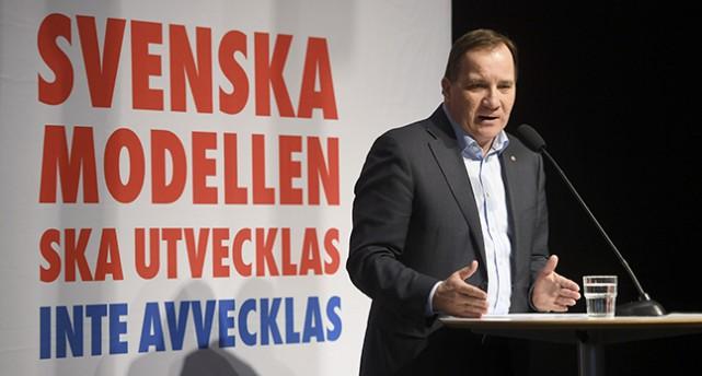 Stefan Löfven håller tal.