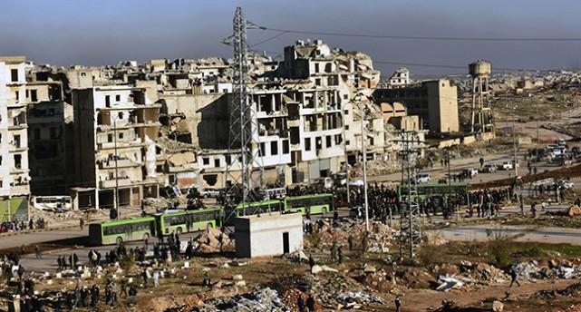 Bussar utanför staden Aleppo.