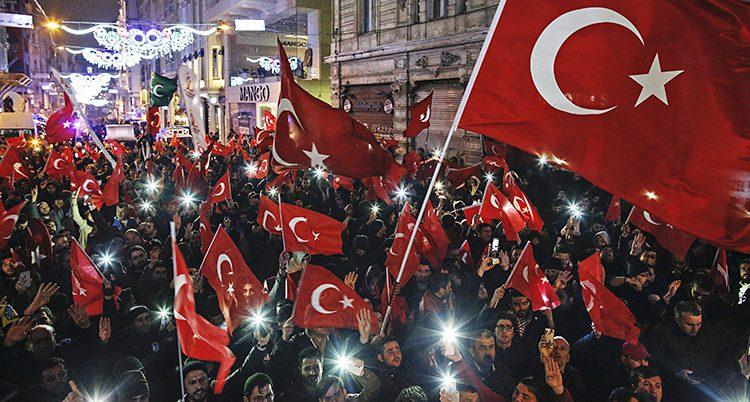 Turkar protesterar