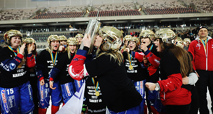Karebys damer firar guld