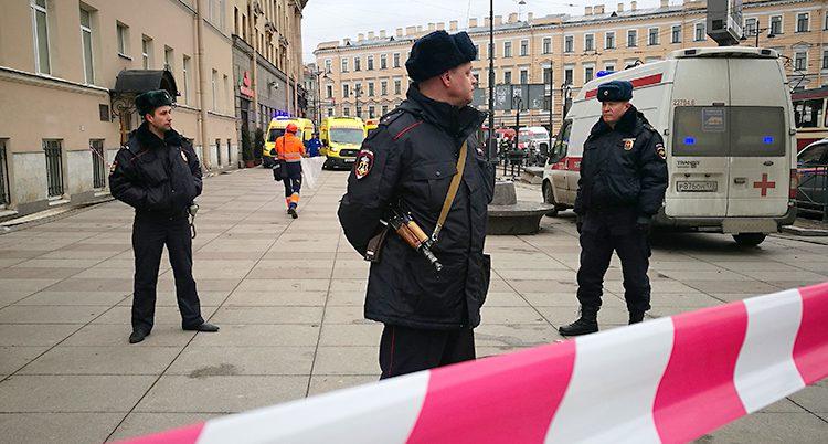Poliser i staden S:t Petersburg.