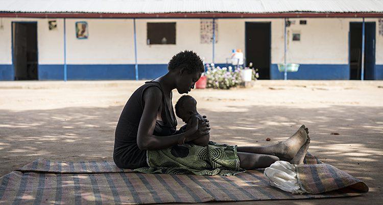 En mamma med sitt barn
