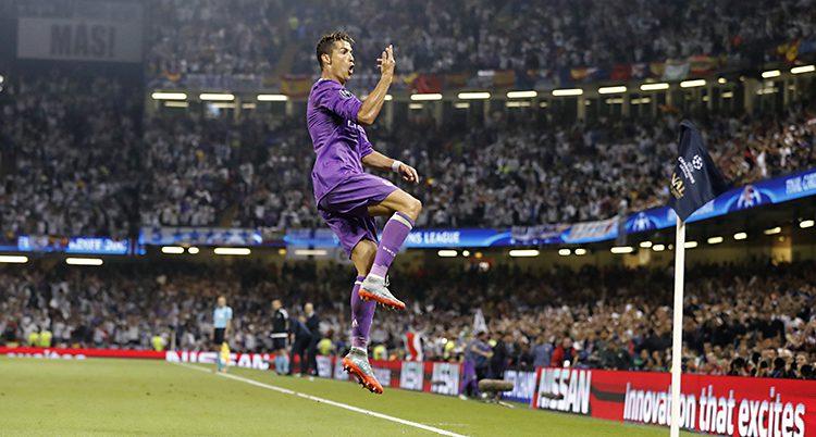 Ronaldo hoppar upp i luften