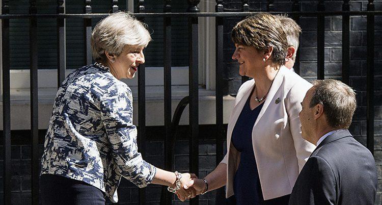 Theresa May och DUPs ledare Nigel Dodds