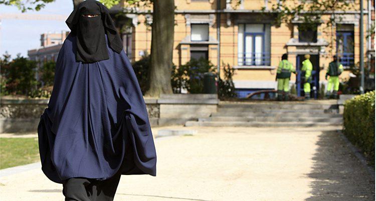 En kvinna med niqab