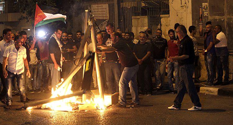 protester mot Israels regering