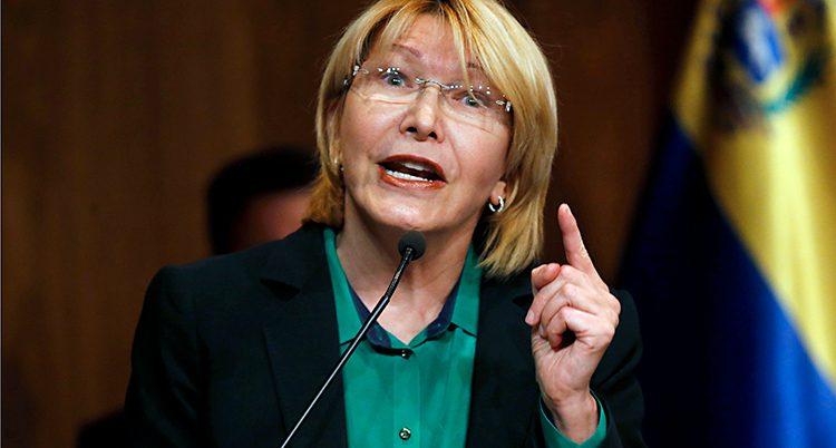 Luisa Ortega Diaz i en talarstol