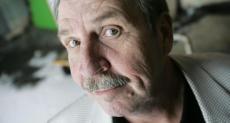 En ansiktsbild på Janne Carlsson.