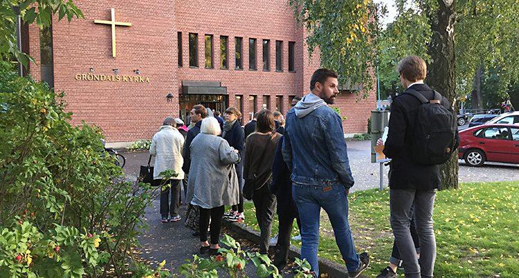 Folk köar för att rösta