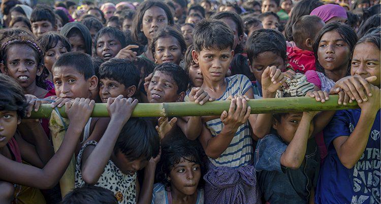Barn som har flytt från Burma
