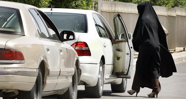 Kvinnor i Saudiarabien ska få köra bi