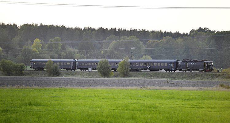 Ett tåg krockade med en stridsvagn