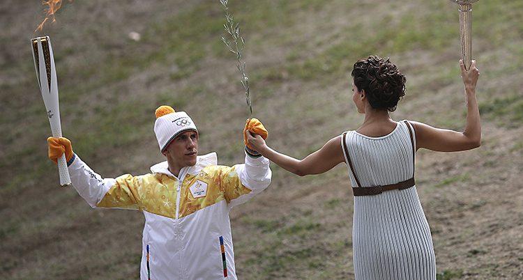 Den olympiska facklan har tänts