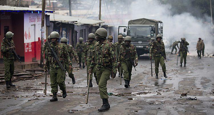 Poliser vid valet i Kenya