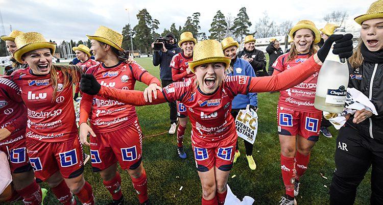 Linköpings spelare firar SM-guldet
