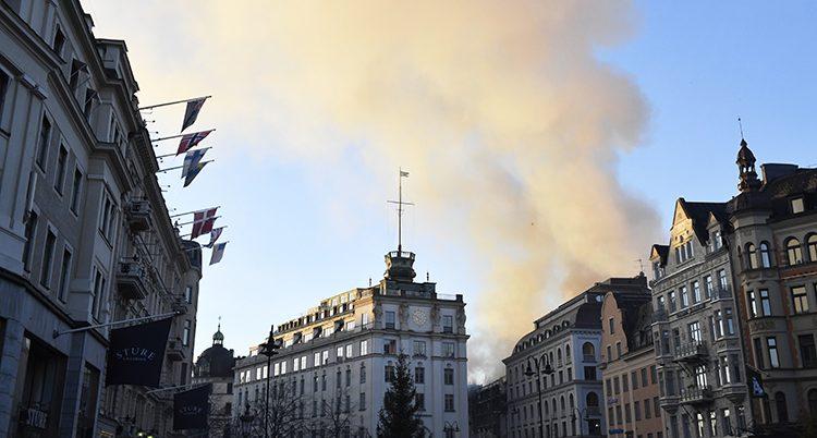 Rök från branden i Stockholm