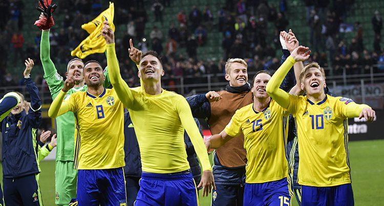 Sveriges spelare jublar