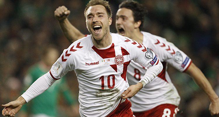 Danska spelare jublar över mål
