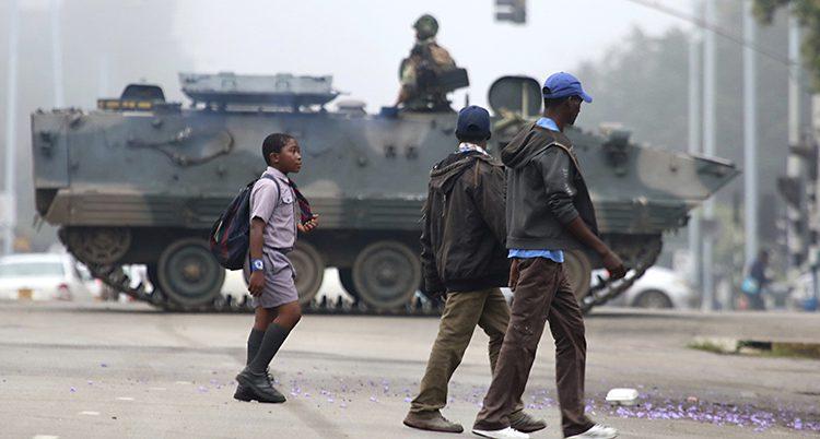 Militärer på gatorna i staden Harare