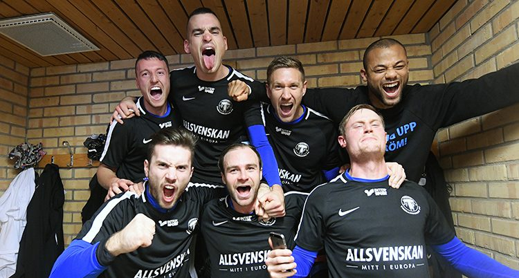 Jönköpings spelare jublar.