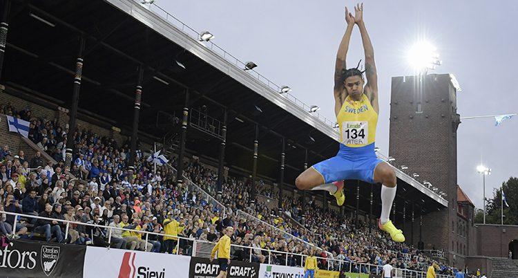 Michel Tornéus hoppar längd