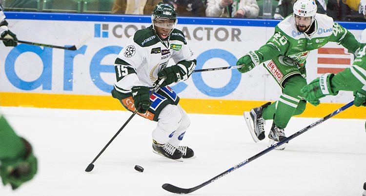 Hugo Enock spelar ishockey