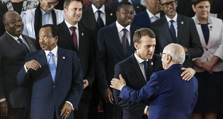 EU-politiker på ett möte i Afrika