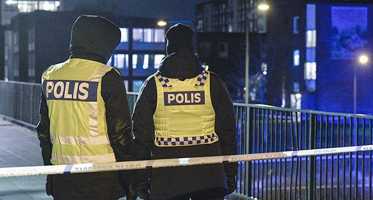 Två poliser i Malmö.