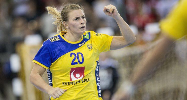 Isabelle Gulldén i blågula kläder.