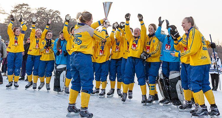 De svenska damerna firar VM-gulde