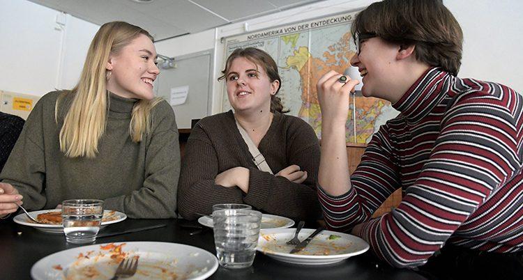 Ungdomar äter