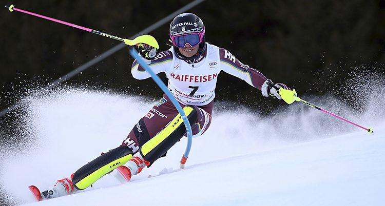 Frida Hansdotter åker slalom