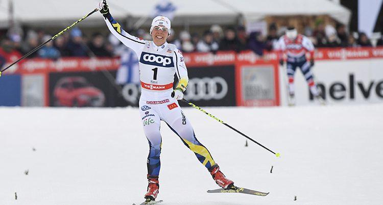 Charlotte Kalla åker skidor