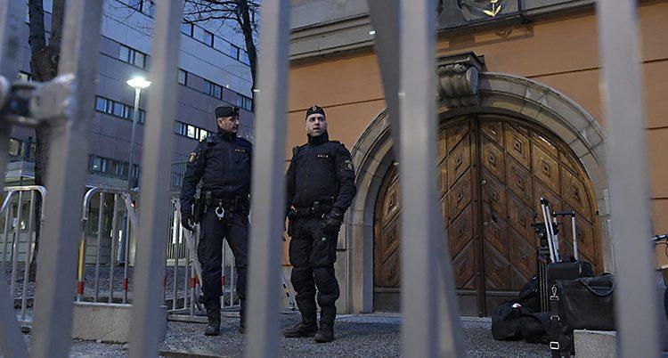 Vakter vid domstolen i Stockholm