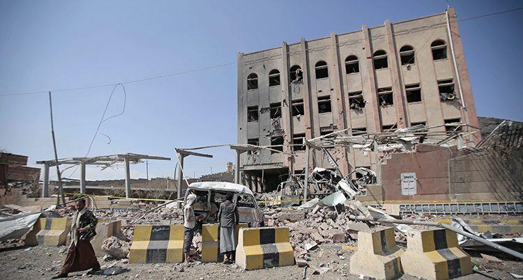 Ett bombat hus i Jemen