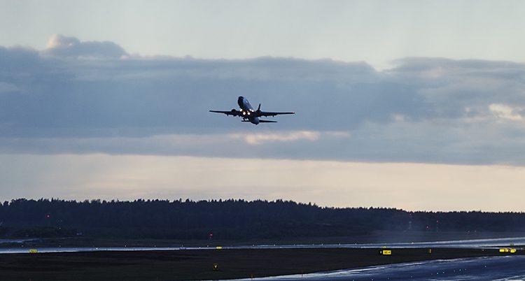 Ett flygplan i luften