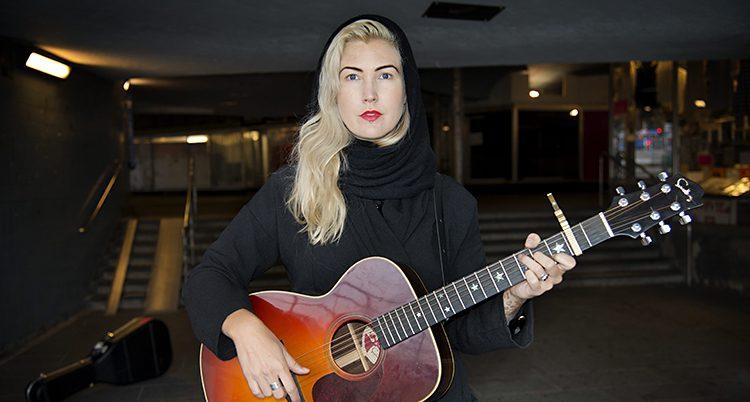 Elin Ruth Sigvardsson sjunger för kvinnor