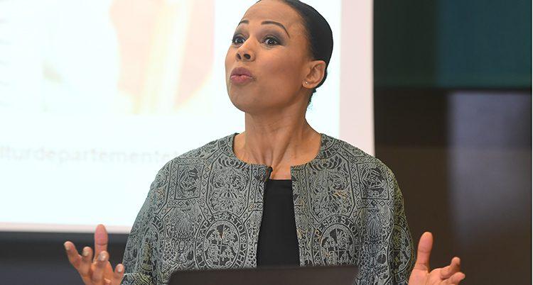 Alice Bah Kuhnke är minister i regeringen